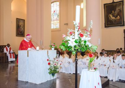 La communion de Julie, avant plan fleuri